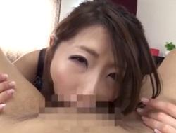 篠田あゆみ もの凄いディープスロートフェラで喉奥でこきながら暴発口内射精をさせる巨乳美熟女
