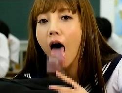 みづなれい この舌使いで我慢汁が溢れてきそうな主観フェラで口内射精後ごっくん。咥えられるとあっという間に暴発し、射精中の激しいストロークで腰が砕けてしまいそう