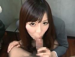 野村萌香 長い舌を使った亀頭舐めとバキュームフェラで口内射精後ごっくんしちゃうアニメ声のスーツ美女