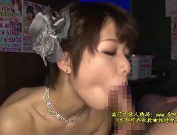 川上奈々美 お客を虜にする極上フェラで次々と口内射精させる、立て続けに指名が入る人気ピンサロ嬢