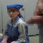 チンポを気にする若いトイレ清掃員にフェラチオされちゃった男