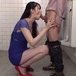 トイレで襲った男を二回連続で口内射精に誘う高身長痴女のフェラ