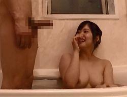薬で勃起が収まらない弟を放っておけず混浴時にフェラ抜きする姉