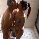 洗体中に性的な要求をされた介護士の大原ゆりあが老人をフェラ抜き